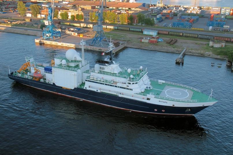 Российскому кораблю-разведчику приписывают фантастические операции
