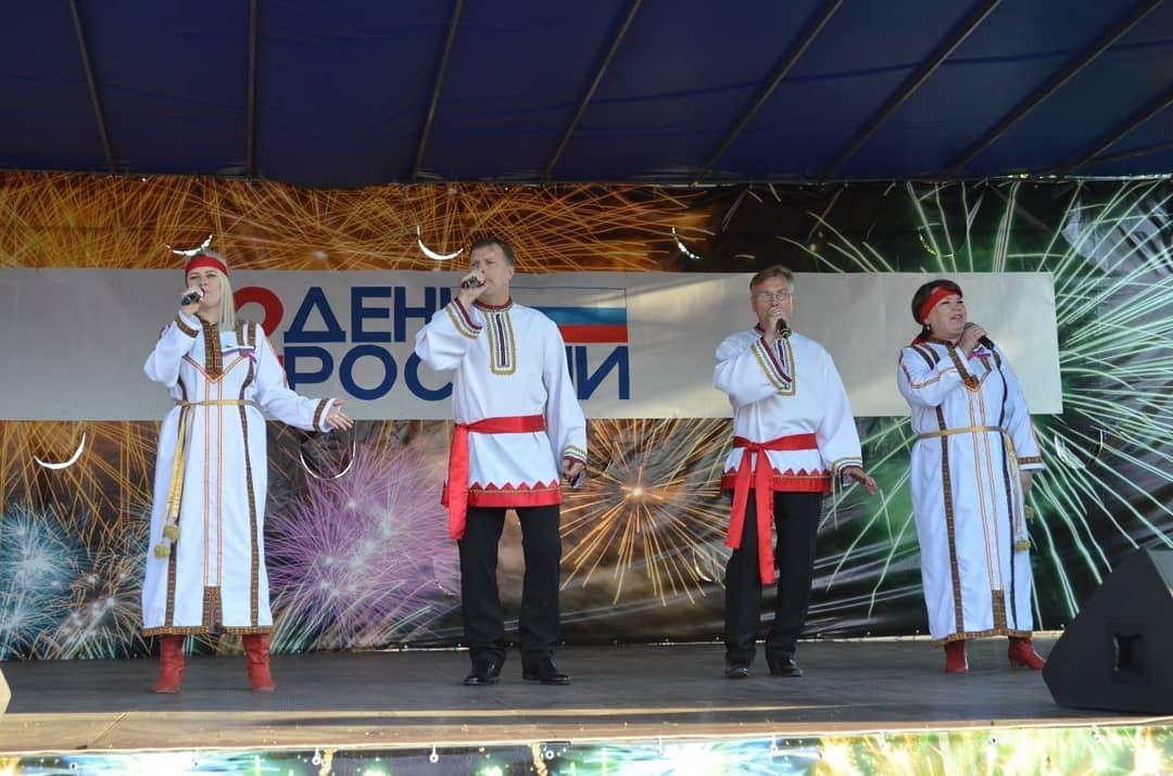 Во время празднования Дня России юным петровчанам вручили паспорта