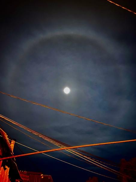 Предлагаю вашему вниманию необычное явление Луны с...