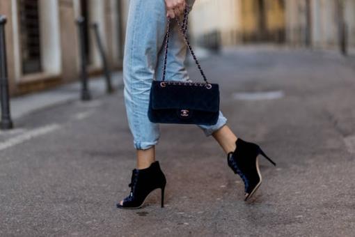 Одну в год и не больше: модный дом Chanel изменил политику продажи своих сумок