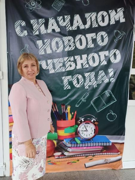 Это мой классный руководитель Кравченко Ирина Викторовна учитель географии и химии. Добрейший души