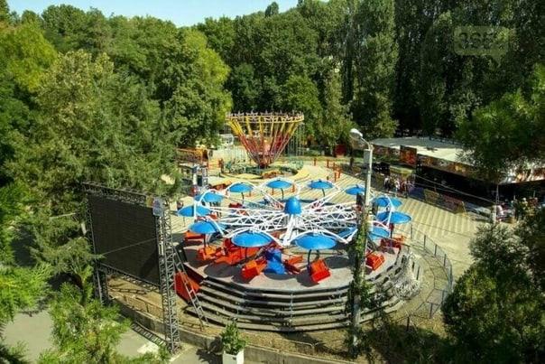 Аттракционы в парках Симферополя теперь работают в ограниченном режиме