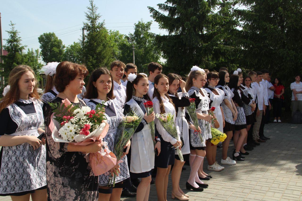 В школах Петровска и Петровского района проходят торжества, посвящённые окончанию учебного года