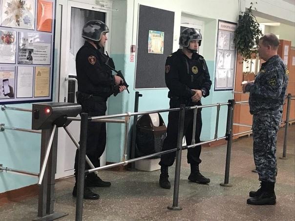 В российские школы и вузы хотят ввести Росгвардию,...