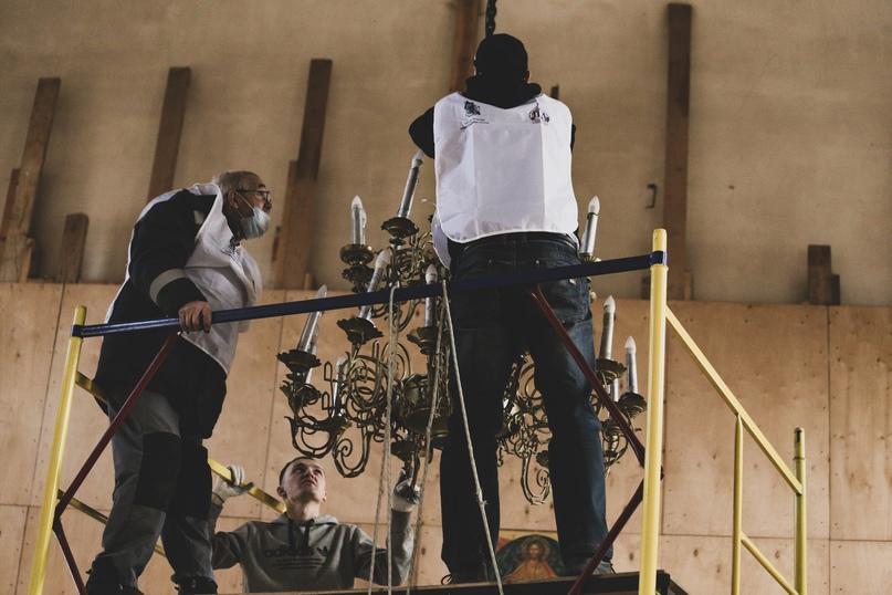 Добровольцы кинокомпании «Союз Маринс Групп» помогли Храму Воскресения Христова подготовиться к Пасхе, изображение №6