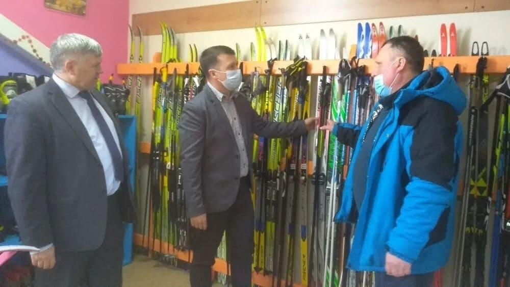 В детско-юношеской спортивной школе Петровска, в Доме физкультуры и во всех школах района идёт подготовка к зимнему спортивному сезону
