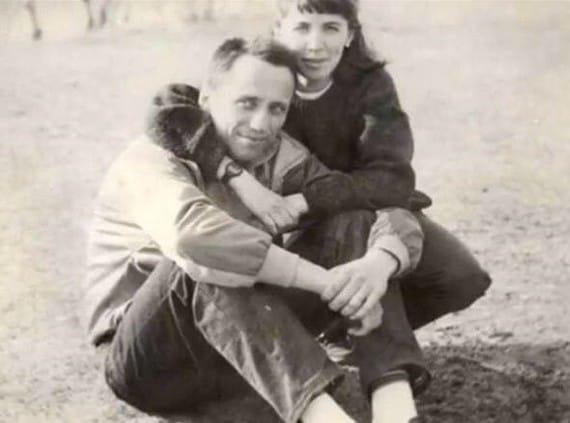 Казалось бы, Михаил Попков был совершенно обычным человеком Был женат, имелась дочь. Коллеги и друзья характеризовали его положительно. Что же случилосьСам маньяк объяснял, что его «переклинило»