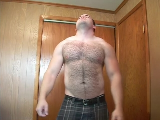 Hairy muscle hunk pulls off shirt and flexes massive[sd,640x480]