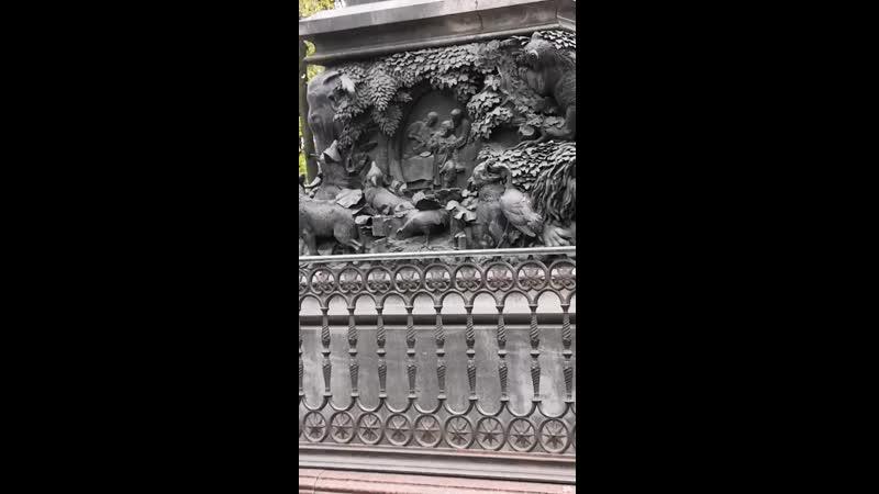 памятник баснописцу Крылову И А