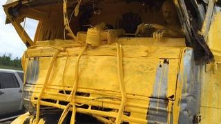 Yellow driver, car crash in Russia (Part 1) – Фура въехала в грузовик с желтой краской (Часть 1)