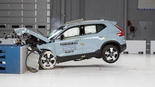 2019 Volvo XC40 moderate overlap IIHS crash test