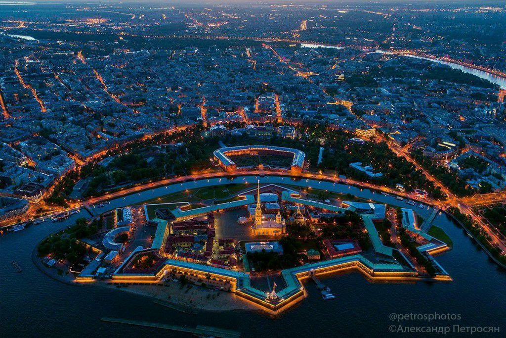 Каждый житель Петербурга хорошо знаком со Спортивно-концертным комплексом Петербургский