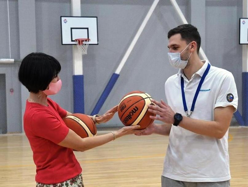 Новые мячи юным баскетболистам!
