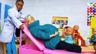 ИЗ ШКОЛЫ В БОЛЬНИЦУ! Куда повезли беременную учительницу Барби Катя и Макс веселая семейка сериал