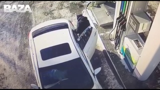 Женщина сгорела в своей машине после заправки на АЗС